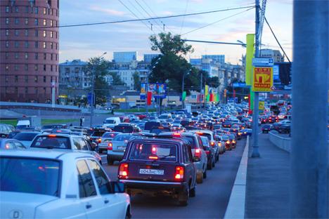 Como otros países, Rusia promueve el vehículo a batería. Pero este puede resolver solo parcialmente los problemas de movilidad de las ciudades rusas. Fuente: Flickr / kmerenkov