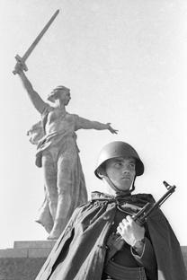 Un monumento conmemorativo en pretende restituir el nombre a 17.000 combatientes soviéticos en defensa de la ciudad. Fuente: ITAR-TASS