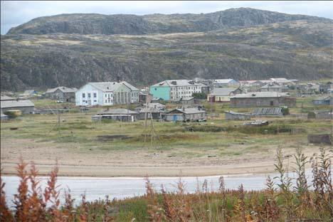 Apenas 200 personas viven en este pueblo de mar de Barents que podría cambiar su fisionomía si avanzan los planes de las petroleras. Fuente: Flickr / The Bellona Foundation