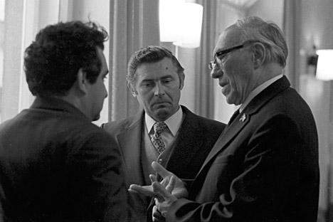 En Akademgorodok de Novosibirsk: Abel Aganbegyan, académico de la URSS,; Yuri Marchuk, vicepresidente de la URSS y Mijaíl Lavrentiev, presidente honorario del departamento siberiano de la Academia Rusa de Ciencias de la URSS.