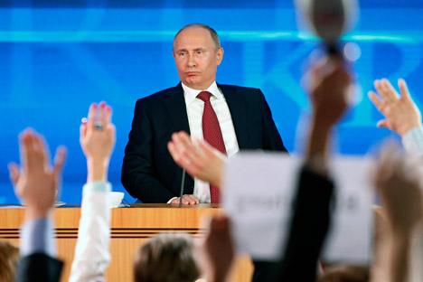 Numerosos periodistas atendieron la rueda de prensa del presidente ruso. Fuente: AP.