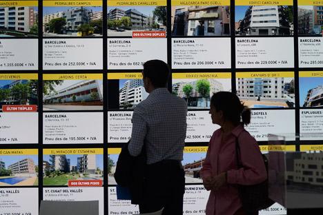 El gobierno español estudia la posibilidad de cambiar la ley, con una medida pensada en los compradores rusos y chinos. Fuente: AP