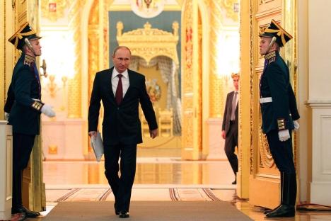 """Tras cuatro años de ausencia, vuelve a dirigirse a los parlamentarios. Habló acerca de la """"democracia rusa"""", fundamentada en principios universales pero con una tradición propia. Fuente: Reuters / Vostock-Photo"""