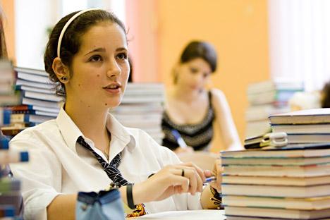 """El alumnado ruso tiene dificultades  para utilizar en la """"vida real"""" lo adquirido en la escuela. Fuente: ITAR-TASS"""