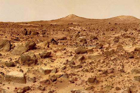 Foto de la superficie de Marte tomada a escasos 25 cm del suelo, de ahí que el terreno parezca tan tortuoso. Fuente: NASA