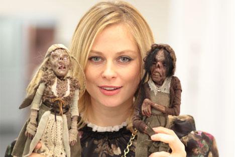 La rusa Evguenia Jamuliak inaugura la primera galería de muñecas y juguetes artesanales de Barcelona. Fuente: Ruslan Shchegolkov