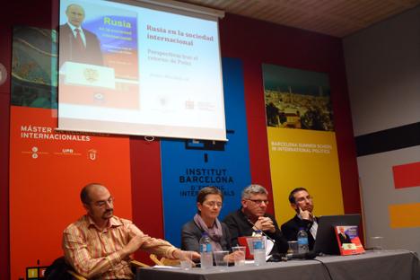 De izquierda a derecha, Rubén Ruiz, Esther Barbé (presentadora del acto), Francesc Serra y Javier Morales. Fuente: Maite Montroi