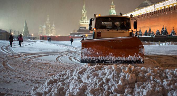 Rusos y expatriados brindan algunos consejos acerca de qué llevar y qué evitar al viajar. Fuente: AP