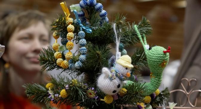Vino caliente, piruletas con forma de gallo, Papás Noel de chocolate y demás atributos de alegría y felicidad son elementos indispensables de estos días. Fuente: Elena Pochetova