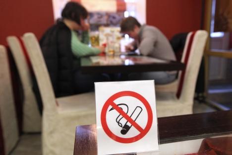 La recién aprobada ley antitabaco aprobada en la Duma limitará los lugares en los que se puede fumar. Fuente: ITAR-TASS