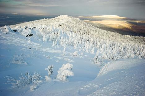 El invierno nevoso puede convertirse en una imagen atractiva y brillante, un nicho de mercado único en el turismo mundial. Fuente: Anton Agarkov / Strana.ru