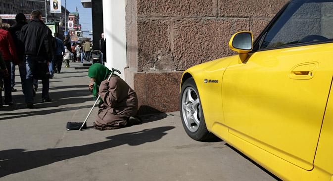 En Rusia, los que más tienen cada vez tienen más, mientras que las personas con menos recursos siguen igual. Fuente: ITAR-TASS
