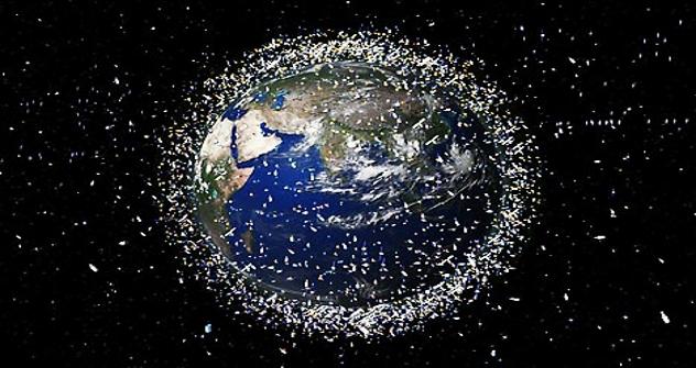 Cada vez se acumula más basura alrededor de la Tierra. Fuente: Flickr