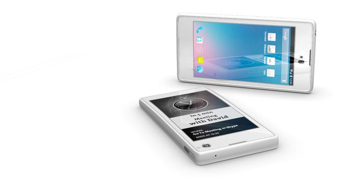 YotaPhone es un teléfono inteligente de dos pantallas que saldrá al mercado en septiembre de 2013. Fuente: www.yotaphone.com