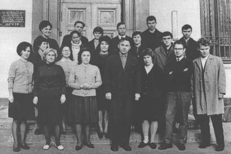 Nikolái Brusentsov (abajo en el centro) y su equipo. Fuente: IEEE