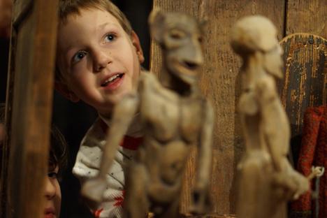 Los actores de Teatr.doc realizan sus puestas de escena en las escuelas. El  protagonista es el propio alumnado. Fuente: PhotoXpress