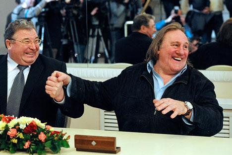 Vladimir Volkov y Gerard Depardieu. Fuente: ITAR-TASS / Stanislav Krasilnikov
