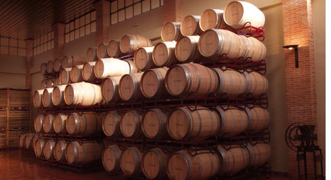 Barricas en alta de la planta de producción de la Bodega Viñas y Bodegas, situada en Ciudad Real. Fuente: Viñas y Bodegas