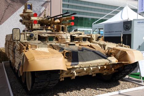 """El tanque """"Terminator"""" fabricado en """"Uralvagonzavod"""", en la muestra IDEX 2013 en Abu Dhabi. Fuente: RIA Novosti"""