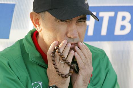 Kurban Berdyev, entrenador del Rubín Kazan y devoto religioso. Fuente: ITAR-TASS
