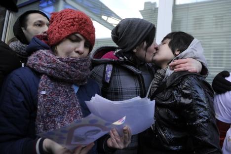 Miles de ciudadanos piden al ayuntamiento que suspenda su hermanamiento con la ciudad rusa por homófoba. Fuente: ITAR-TASS