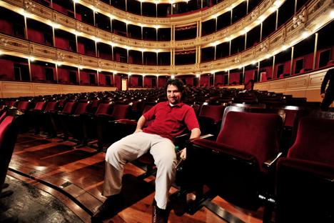 Durante su visita a Montevideo el director de orquesta Mijaíl Agrest demostró su pasión por el fútbol. Fuente: Mijaíl Agrest