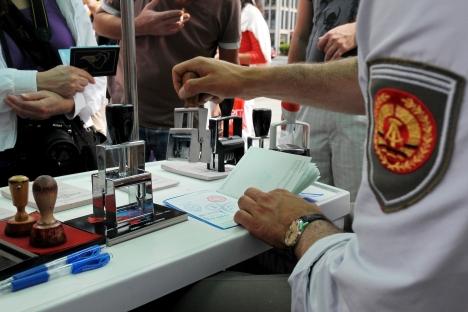 A punto de superarse uno de los principales escollos: la entrada a los poseedores de pasaportes de servicio. Fuente: AFP