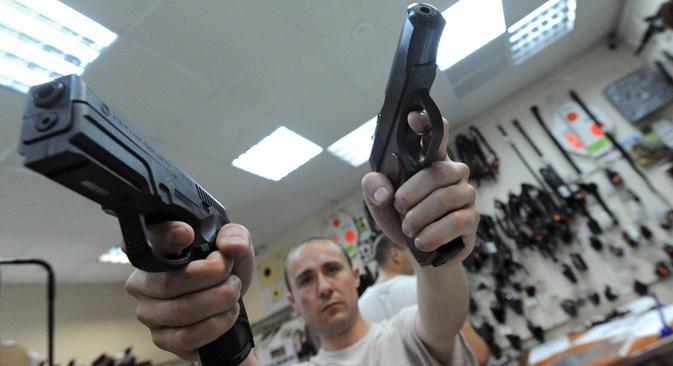 Estudios sociológicos indican que una mayoría aplastante de rusos se muestra contraria a la legalización de la tenencia de armamento. Fuente: Kommersant