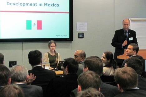 Rubén Beltrán, emabajador de México en Rusia, habla en el evento. Fuente: Embajada de México.