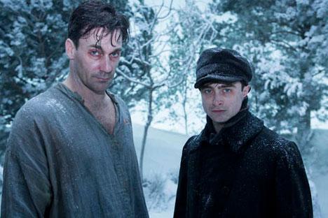 Daniel Radcliffe encarna a un joven médico rural. Fuente: kinopoisk.ru