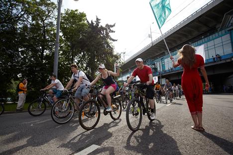 "Marcha de bicicletas ""Let's Bike It"". Fuente: Elena Pochétova"