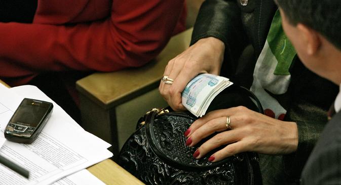 """""""La cultura de corrupción actual es muy difícil de cambiar"""". Fuente: Kommersant"""