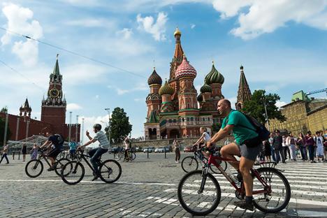 Está sendo planejada para breve a entrega de mais bicicletas aos policiais da patrulha do serviço de guarda Foto: RIA Nóvosti