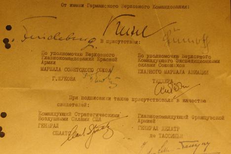 Documento original de la firma de la capitulación alemana en Karlshorst. Fuente: Santi Pueyo