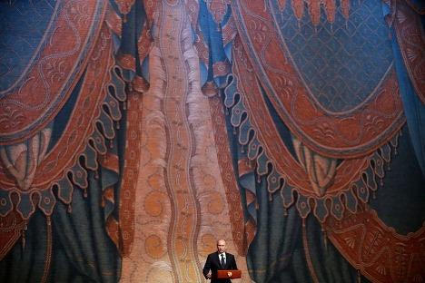 Vladímir Putin habla en la inauguración del Mariinski II. Fuente: AP Photo/Anatoli Maltsev.