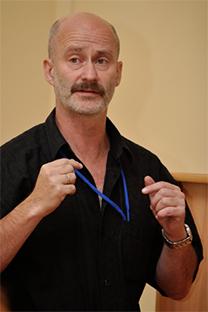 Gueorgui Alfimov impartiendo una conferencia. Fuente: archivo propio