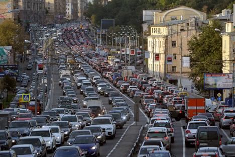 La capital de Rusia requiere de instrumentos para solventar los problemas de tráfico y hacerla más ecológica. Fuente: Kommersant
