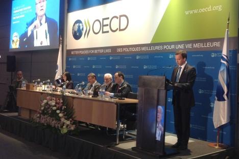 El vice primer ministro Arkadi Dvorkovich (a la derecha) durante la presentación de la solicitud de Ekaterimburgo para celebrar la Expo 2020 en la Asamblea General de la Oficina Internacional de Exposiciones en París. Fuente: Ria Novosti
