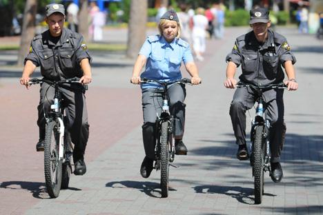 Desde principios de este mes se puede ver a las fuerzas de seguridad a pedales patrullando los parques de Moscú. Fuente: ITAR-TASS