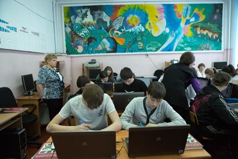 Internet ayuda a resolver los problemas de escolarización en las aldeas siberianas. Fuente: Valeri Klamm