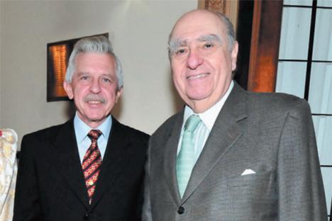El embajador de Rusia en Uruguay, Serguey Koshkin, junto al  ex presidente Julio María Sanguinetti. Fuente: Marcelo López