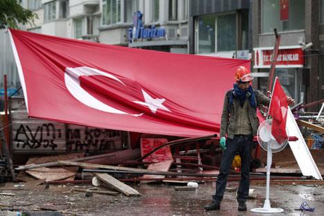 Compuesta por más de 35.000 personas, muchos de ellos han salido a las calles, mientras otros se preparan para regresar. Fuente: Reuters