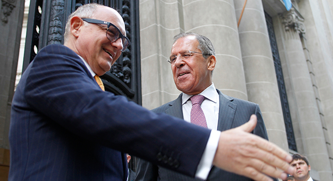 El ministro ruso de Asuntos Exteriores Serguéi Lavrov con su colega argentino Héctor Timerman. Fuente: REUTERS / Enrique Marcarian