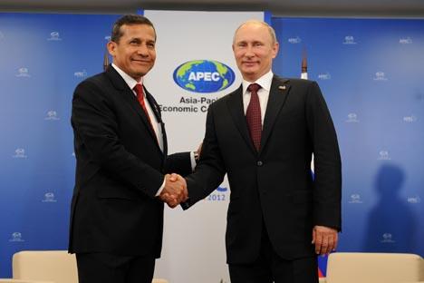 El presidente de Rusia Vladímir Putin junto a su homólogo peruano Ollanta Humala durante un encuentro de la APEC. Fuente: Alekséi Filippov / Ria Novosti