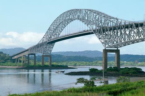 Puente de las Américas sobre el canal de Panamá. Fuente: Alamy / Legion Media