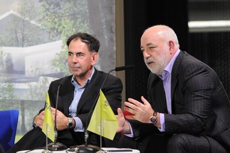 Edward Crawley, el presidente de Skoltech (a la izquierda) y Víctor Vekselberg, el jefe de la Fundación de Skólkovo. Fuente: servicio de prensa