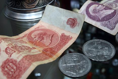 Millones de personas perdieron sus ahorros con las reformas económicas de 1991, ahora podrían recuperar una parte de aquel dinero. Fuente: PhotoXpress