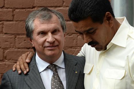 El presidente de la petrolera rusa Rosneft Ígor Sechin juntos con el presidente venezolano Nicolás Maduro en Moscú.