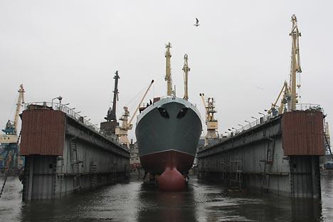 La reciente modernización del pesado crucero Admiral Gorshkov que se entregará a la India marca el pistoletazo de salida. Fuente: ITAR-TASS