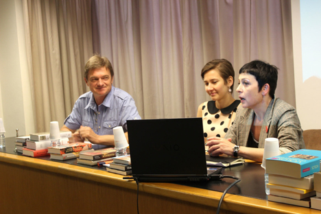 La conferencia tuvo lugar en Barcelona en la sede del Gremio de Editores de Cataluña. Eugene Reznichenko (a la izuierda), director del Instituto, María Skachkova (centro), Yulia Dobrovolskaya (a la derecha). Fuente: Instituto de Traducción